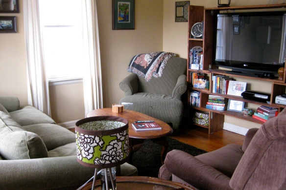 How to arrange a small living room.